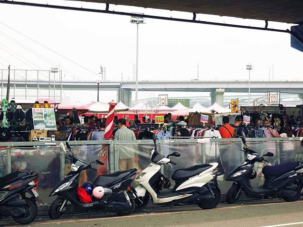 【三重】重新橋下觀光市集-二手跳蚤市場、美味大骨湯-疏洪道