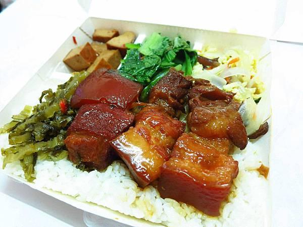 【板橋排隊美食】成昌食堂-連平日也在排隊的美食