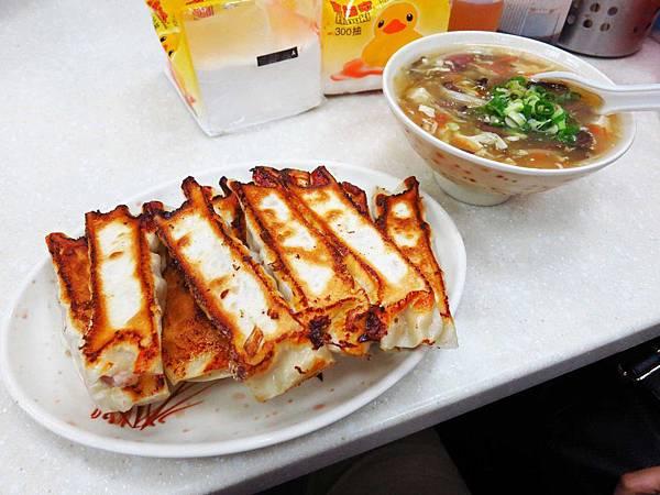【永和】佳佳香鍋貼-內餡飽滿的鍋貼