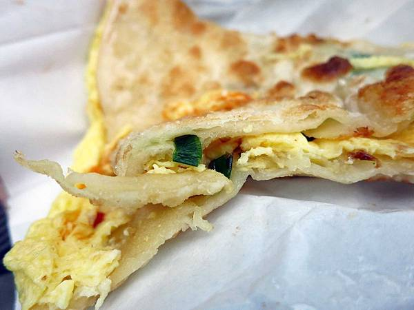 【三重美食】無名蔥油餅-人潮爆滿,晚來吃不到-忠孝路永福路