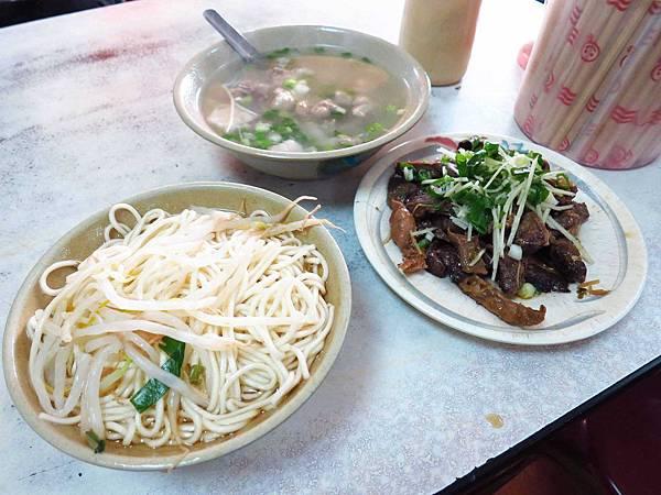 【三重新莊】大胖烏醋乾麵-美味的烏醋乾麵大骨湯