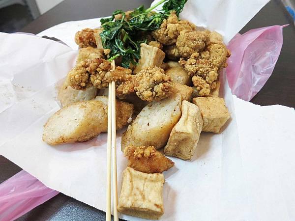 【三重小吃】三民街鹹酥雞-超人氣排隊美食