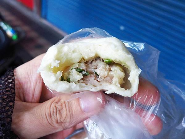 【三重小吃】忠孝路無名5元小籠包、煎包-早餐