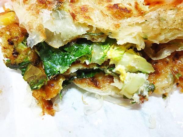 【新莊美食】忠將蔥蔬餅-口酥脆多層次,滿滿蔬菜在裡頭