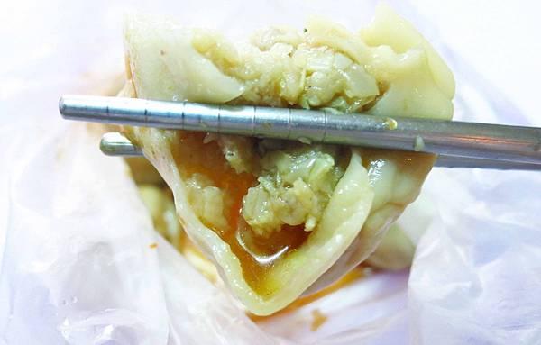 【新莊美食】中平路早餐蒸餃-皮薄餡多,湯汁會爆漿哦