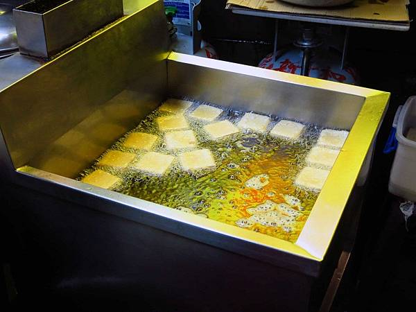 【中和美食】蕭家下港脆皮臭豆腐-外酥內軟會噴汁的臭豆腐