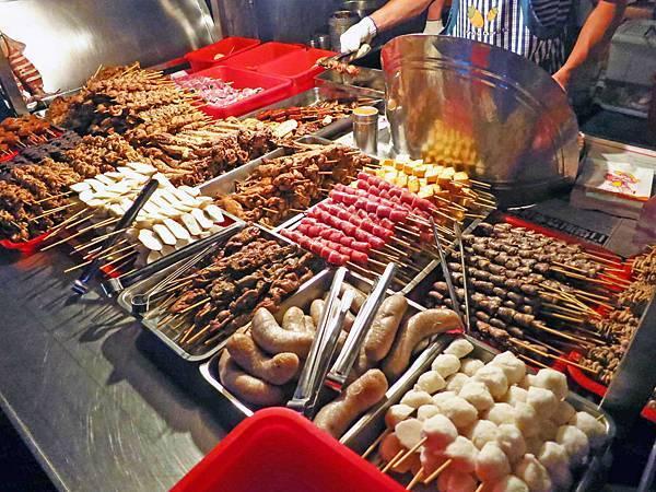 【中和美食】廣福路廟口烤肉攤-在地人極推的烤肉攤