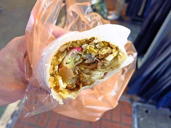 【新莊美食】新莊老街潤餅捲刈包-超人氣排隊潤餅店