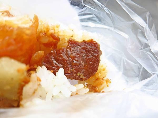 【桃園美食】阿展飯糰-包著牛肉的飯糰
