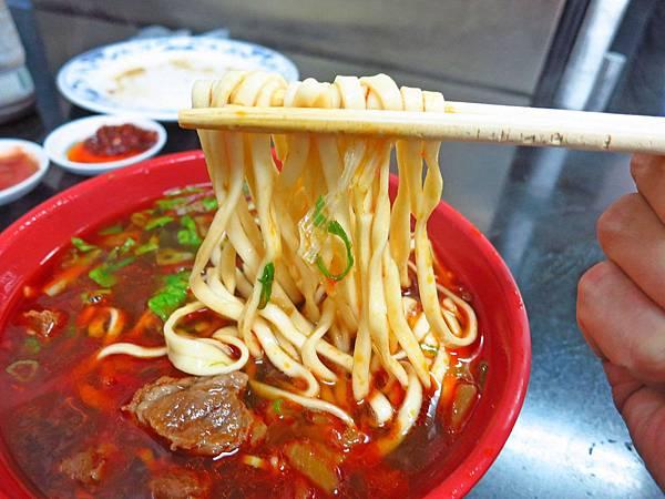 【新竹美食】莊記牛肉麵-超人氣排隊美食