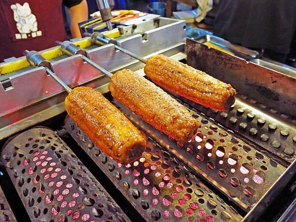 【三重美食】萬里香燜烤珍珠玉米-軟Q軟Q口感烤玉米