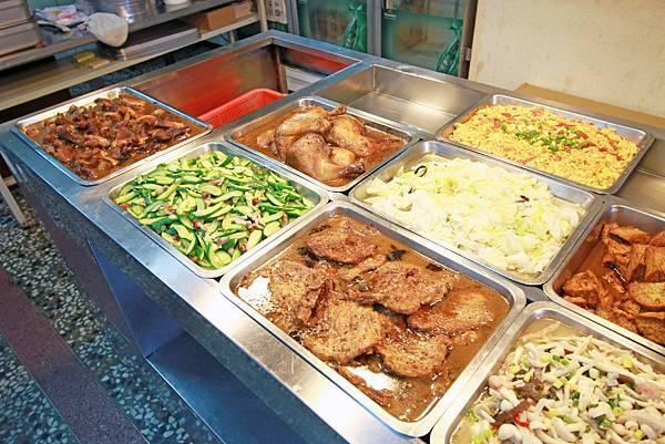 【新莊美食】金城便當-美味又便宜CP值爆表大雞腿便當60元-每日限定