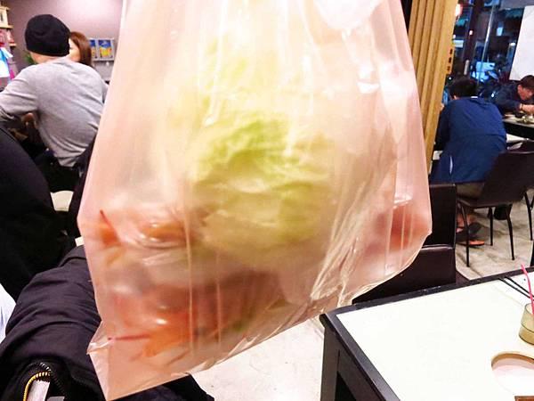 【三重美食】品味日式涮涮鍋-比手掌還大的蝦子