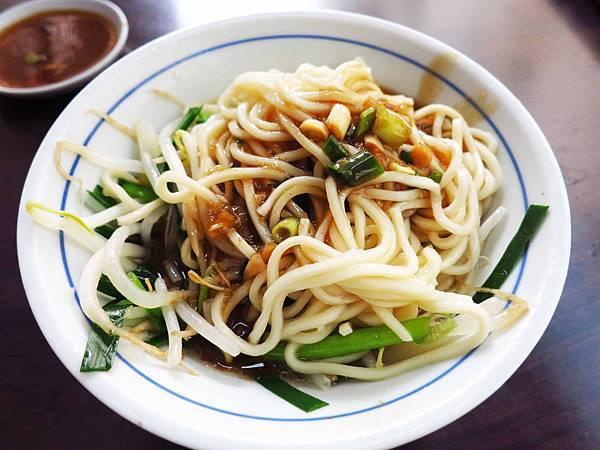 【新莊美食】阿明烏醋麵-美味的烏醋麵加骨仔肉湯