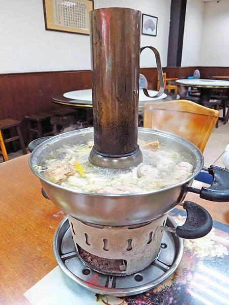 【桃園美食】一畝田拉麵水餃-CP值爆表酸菜白肉鍋