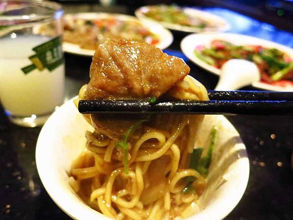 【三重餐廳】紅翻天熱炒店-大份量香氣足的熱炒店