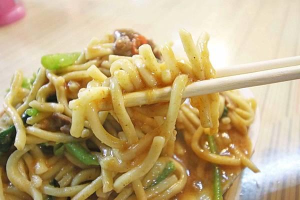 【新竹美食】18巷公園羊肉炒麵-超大份量特殊沙茶羊肉炒麵