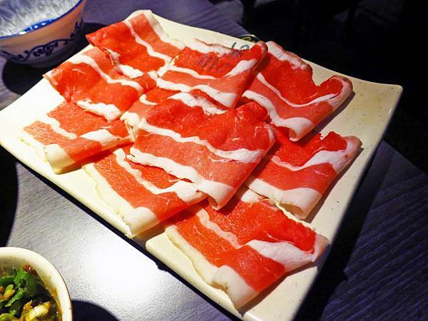 【蘆洲餐廳】川之流涮涮鍋-火烤兩吃火鍋店