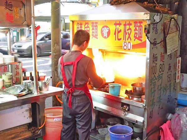 【台北美食】大橋頭阿寶師台東鱔魚麵-大火快炒好吃的鱔魚麵