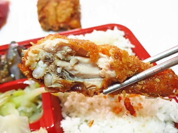 【新莊美食】信德外送便當-外酥內嫩的超厚實雞腿