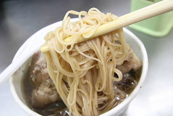 【新竹美食】納味飲食店-比拳頭還大的豬腳麵線-宵夜美食