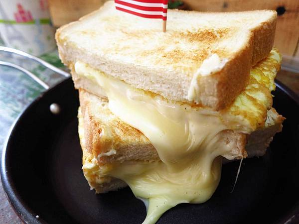 【桃園美食】職人炭烤吐司-超級爆漿起士炭烤吐司