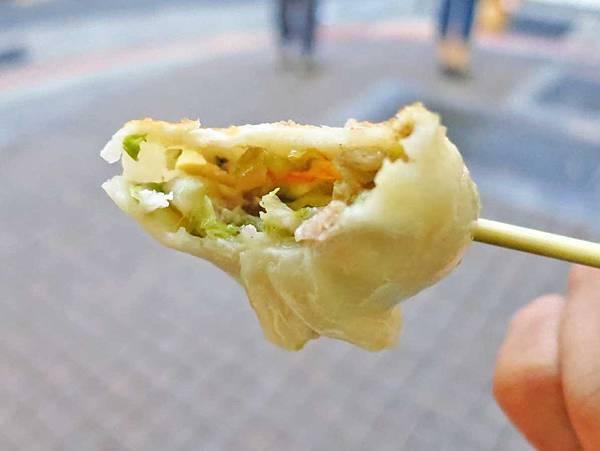 【台北美食】重慶北路鍋貼小吃-10個30元的鍋貼