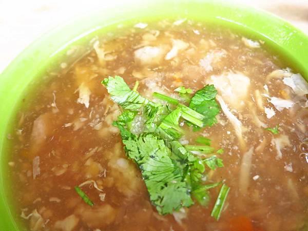 【新莊美食】自由街油飯蒜味肉羹湯-蒜味濃厚的肉羹湯