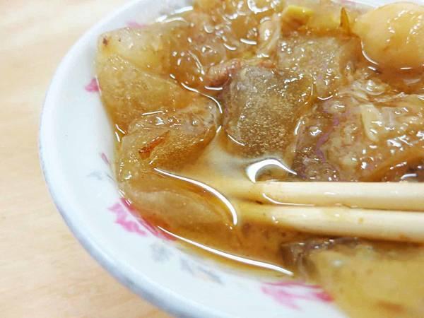 【板橋美食】興隆菜市場肉圓-江子翠捷運站便宜又好吃的肉圓