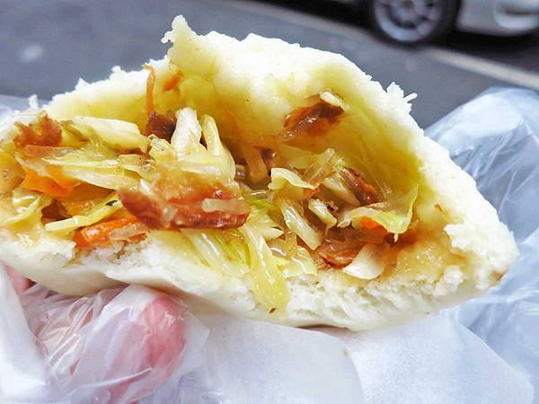 【蘆洲美食】一路發鮮肉包-比拳頭大三倍的包子店