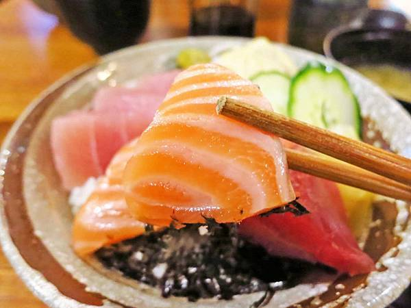 【蘆洲餐廳】福岡漁場-100元就能吃到生魚片丼飯