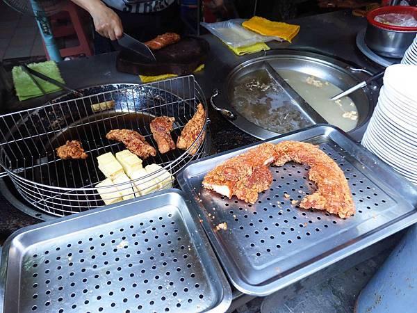 【板橋美食】黃石市場紅燒肉-後菜園街上的絕品紅燒肉