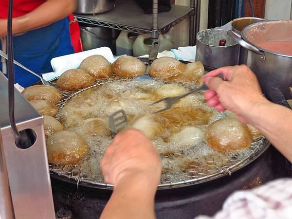 【台北美食】安東街彰化肉圓-超級排隊美食