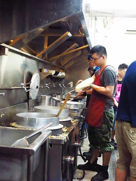【中和美食】李家麵館刀削麵-現揉現做的手工刀削麵