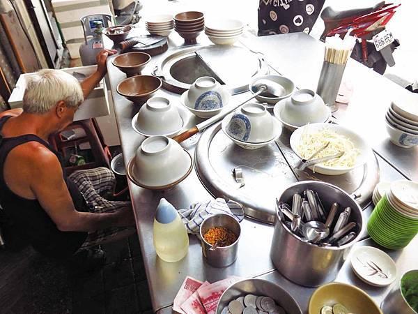 【台北萬華美食】廣州街鮮魚湯-新鮮的鱸魚湯