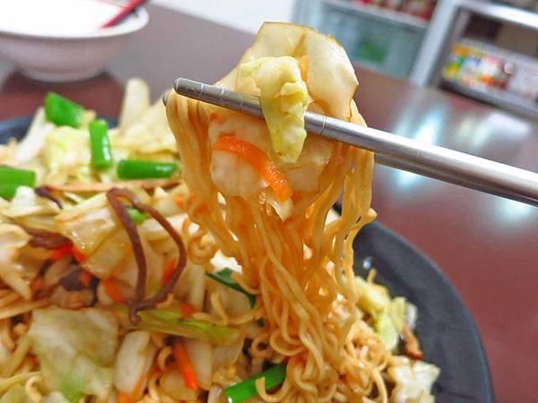 【永和美食】嘉家廚房-超大份量料多到爆炸的炒麵