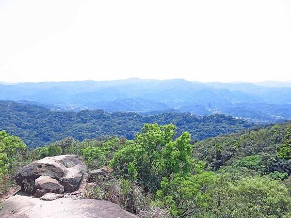 【台北旅遊】和興炭坑與象山101夜景-台北半日遊