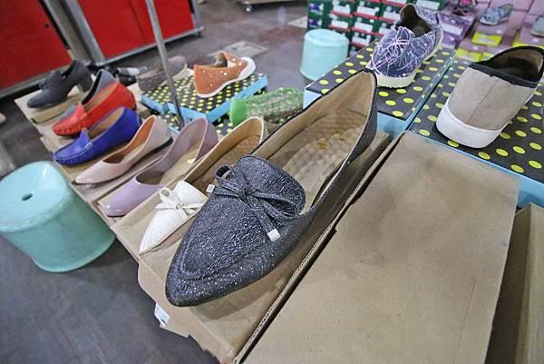 【英國品牌結束代理全面1折起!!】夏日排汗杉、POLO杉、抗UV薄外套出清大特賣,下殺不到千元。還有多款包包、旅行箱、涼鞋、生活用品全面特價