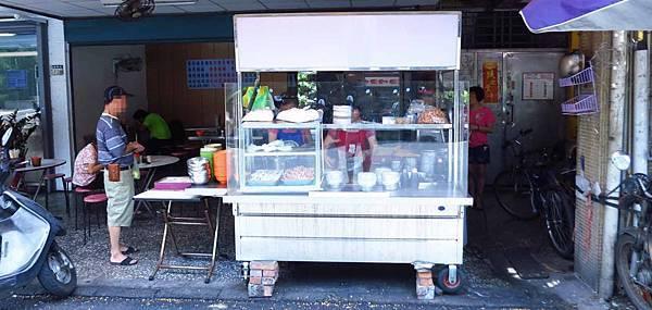 【新莊】福樂街無名麵攤-10元小菜20元乾麵