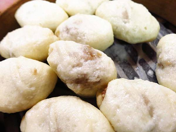 【台北美食】圓山老崔蒸包-不同於一般麵皮與內餡的蒸包