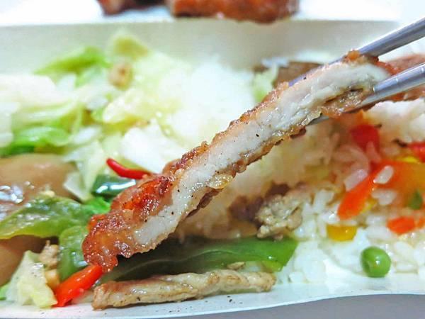 【蘆洲美食】九洲排骨飯-在地人讚不絕口的排骨飯
