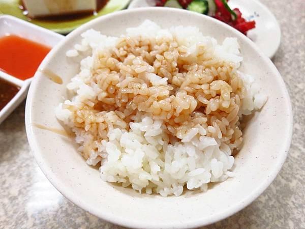 【三重美食】傳統好滋味-好吃的10元油雞香飯