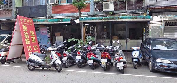【三重】三重國小手工蔥油餅-附近居民才知道的隱藏版美食