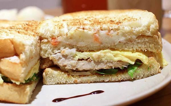 【三重美食】天使號碳烤土司-晚上限定美味的肉蛋吐司