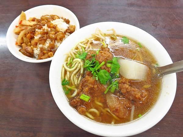 【台北美食】西門町楊記排骨酥麵-不輸給名店的排骨酥麵