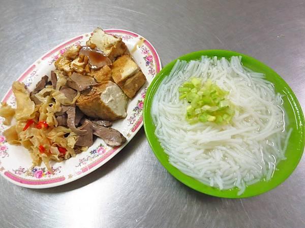 【新莊美食】佳味米粉湯-來這必吃小菜