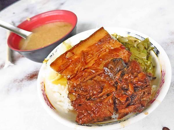 【台北美食】老牌黃燉肉飯-燉到軟爛入口即化的焢肉飯