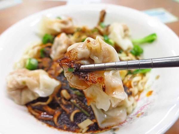 【桃園美食】辣食堂-三種不同辣香在一碗紅油炒手裡