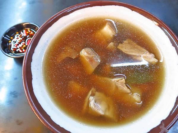 【板橋美食】九品當歸豬腳-溫和順口的當歸豬腳湯