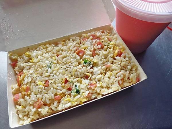 【彰化美食】白鳥-附近學生的最愛超級便宜35元炒飯